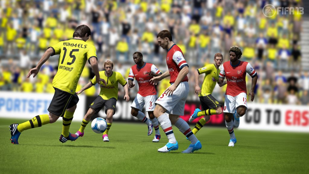fifa13_hummels_pass_through_wm