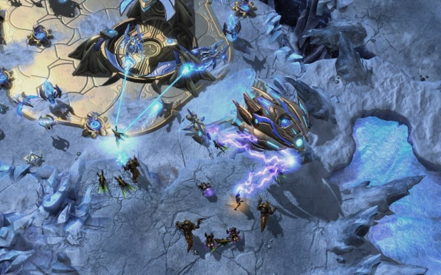 2419632 kerrigan attacks a protoss spacecraft.jpg nggid03819 ngg0dyn 640x480x100 00f0w010c010r110f110r010t010 - Starcraft II: Heart of the Swarm Review : Game Over Online